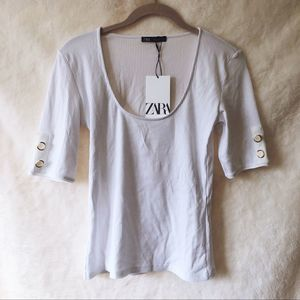 ZARA White Scoop Neck T-Shirt with Buttons